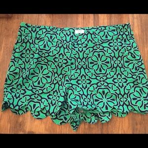 crown & ivy Shorts - (1362). Crown & Ivy shorts.  Size 14